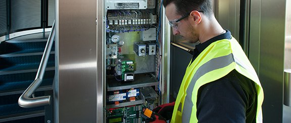 hydraulic lift installation engineer